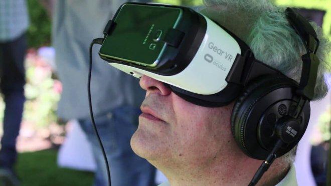 Mojo Apps event man googles VR Gear oculus